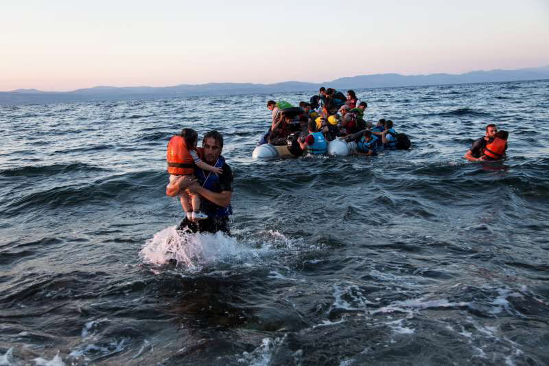 End wars of aggression, Respect human rights of refugees!